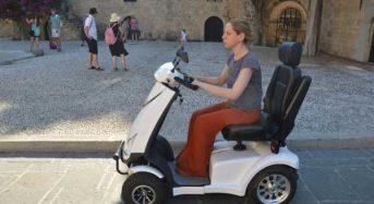 Ρόδος: Ηλεκτρικά αμαξίδια για τα άτομα με αναπηρίες από την ΚοινΣΕπ Ασκληπειάδες