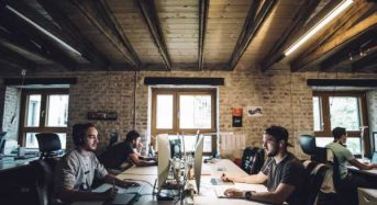 O ΟΑΕΔ επιδοτεί επιχειρήσεις για να προσλάβουν νέους πτυχιούχους- Με μισθούς ως 800 ευρώ