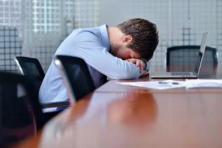 (L) Μήπως το γραφείο σου σε αρρωσταίνει;